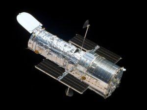 Puesto en órbita el primer telescopio espacial Hubble